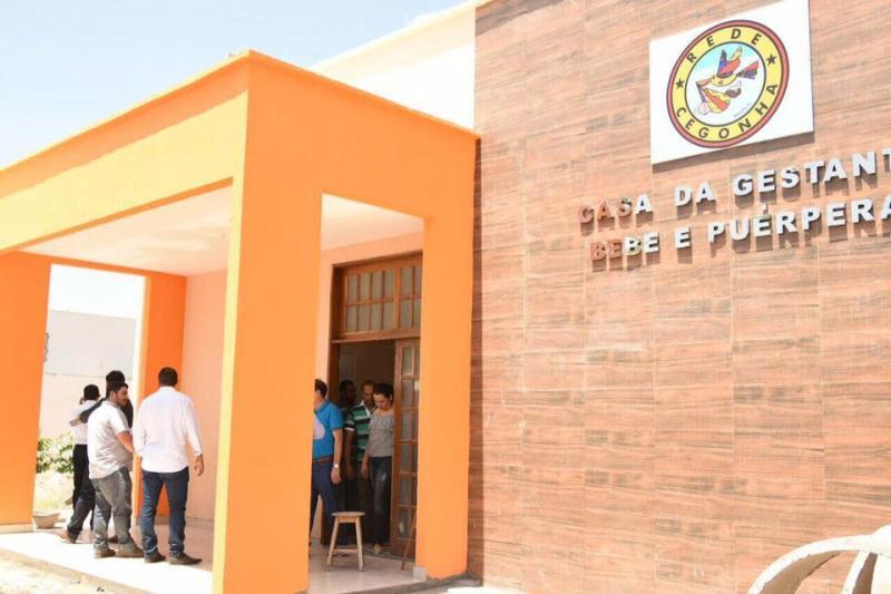 Prefeito Joel pede celeridade na execução de obras ao secretário de Saúde Florentino Neto durante visita a Floriano