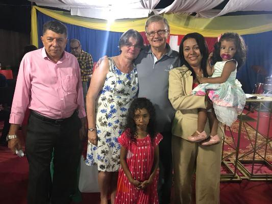 Prefeita Doquinha participou de evento evangélico de despedida do Pastor Beat e sua esposa Úrsula
