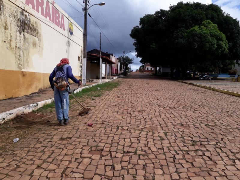 Prefeitura de Landri Sales realiza mutirão de limpeza nas ruas das cidade