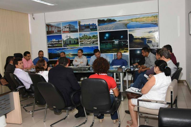Reunião entre Poder Executivo, Legislativo e SINTE analisa Plano de Cargos e salários