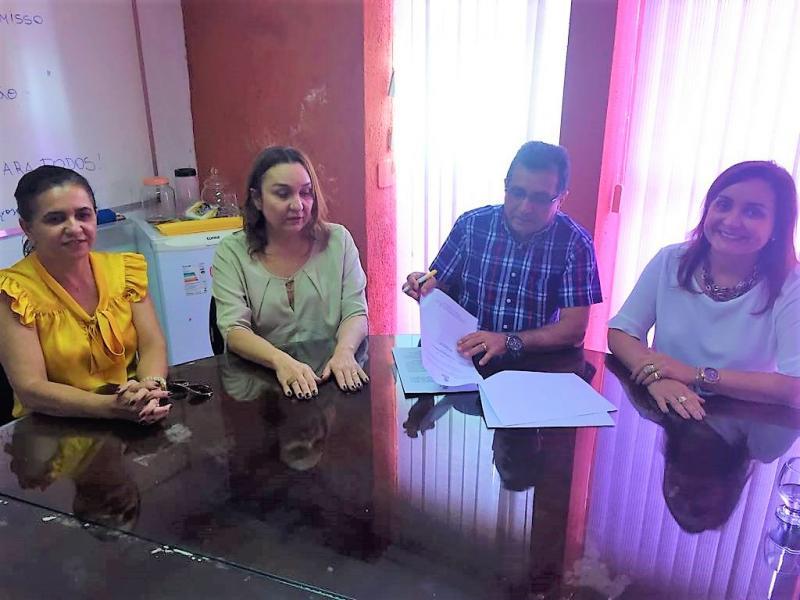 Prefeito de Joaquim pires, Genival bezerra assina convênio para construção de calçamento
