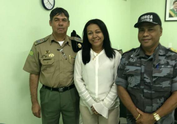 Prefeita Doquinha em Teresina tratando sobre a segurança pública de Colônia do Gurgueia