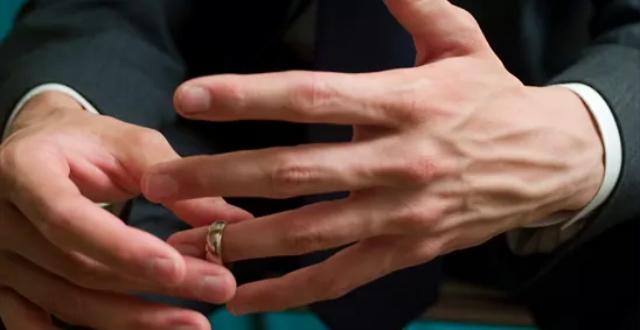 Pai de nove filhos pede divórcio ao descobrir que é infértil