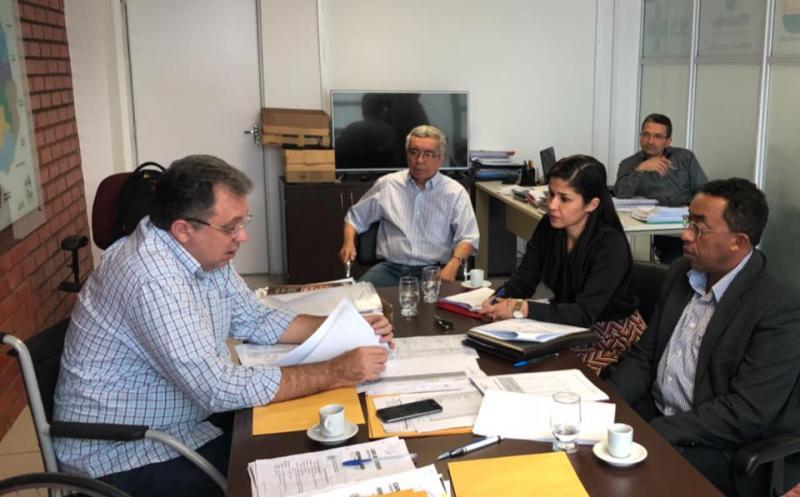 Prefeito Joel se reúne com secretário estadual de Saúde para discutir projetos de melhoria à saúde