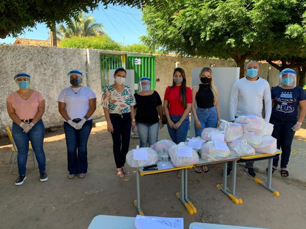 Água Branca distribui 3.009 kits de alimentação escolar para os alunos da r