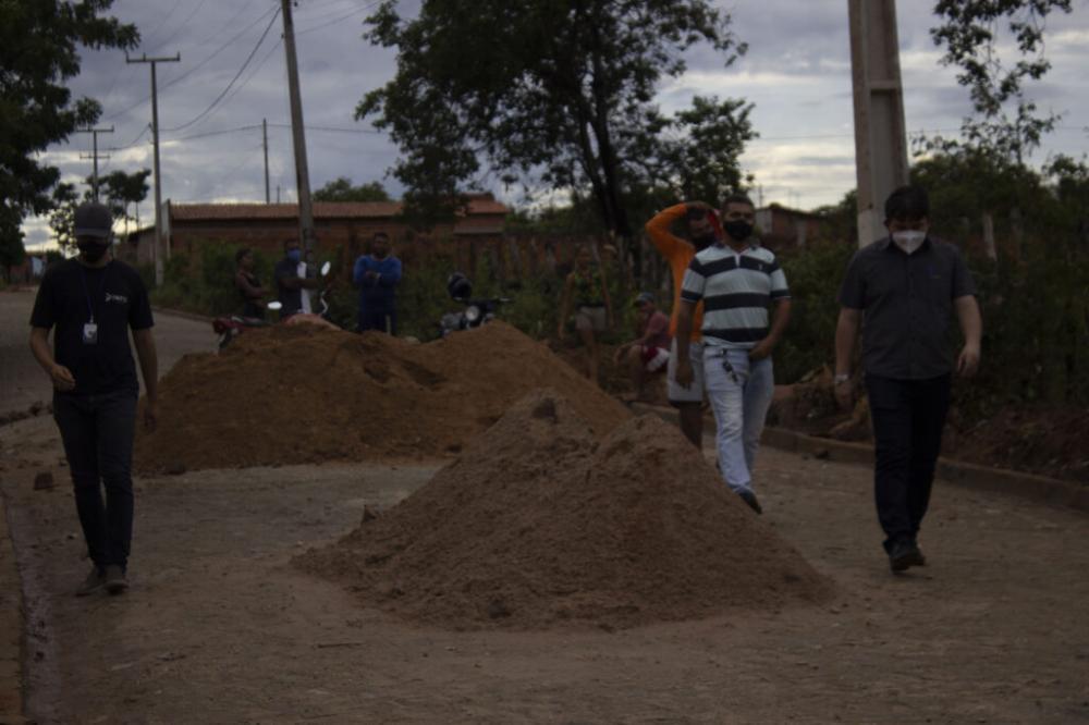 Elvis Ramos visita obras executadas pela prefeitura de Ipiranga