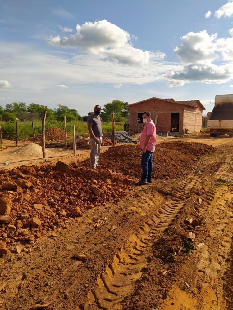Prefeito Márcio Moura visita obras na Vila João Vaqueiro
