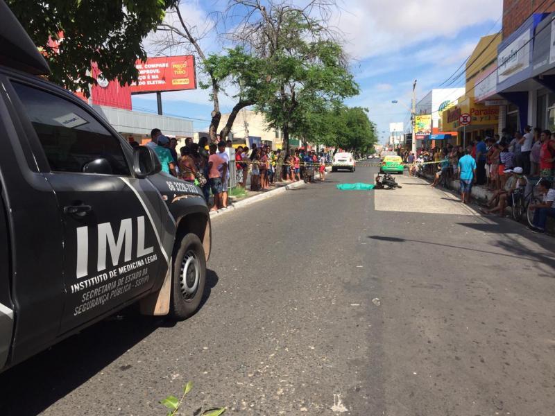 Jovem de 17 anos morre ao colidir moto em caminhonete em Teresina