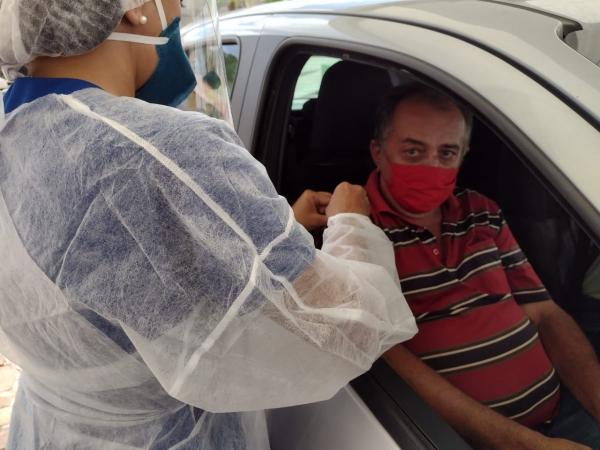 Idosos de 67 anos recebem 1° dose de vacina contra a Covid em Campo Maior