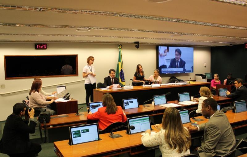 Rejane Dias discute PEC que torna o Fundeb permanente