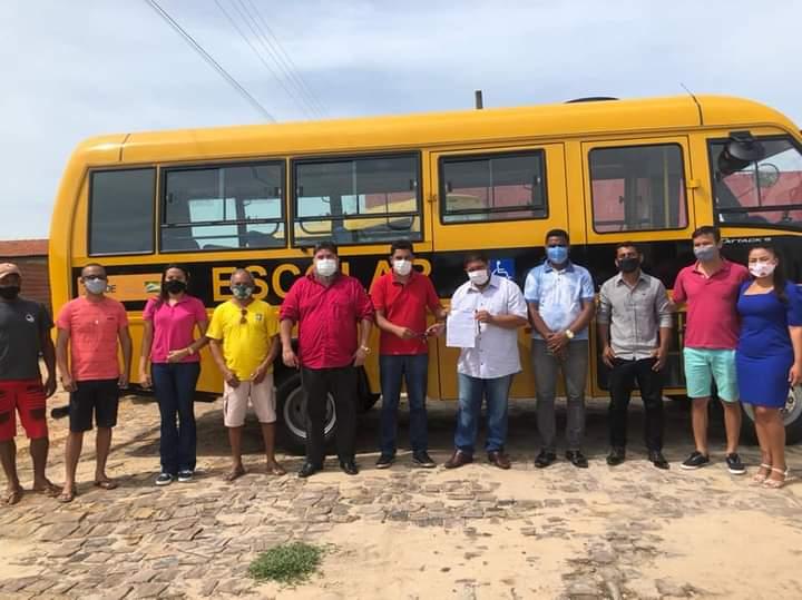Prefeitura de Curralinhos é contemplada com ônibus escolar