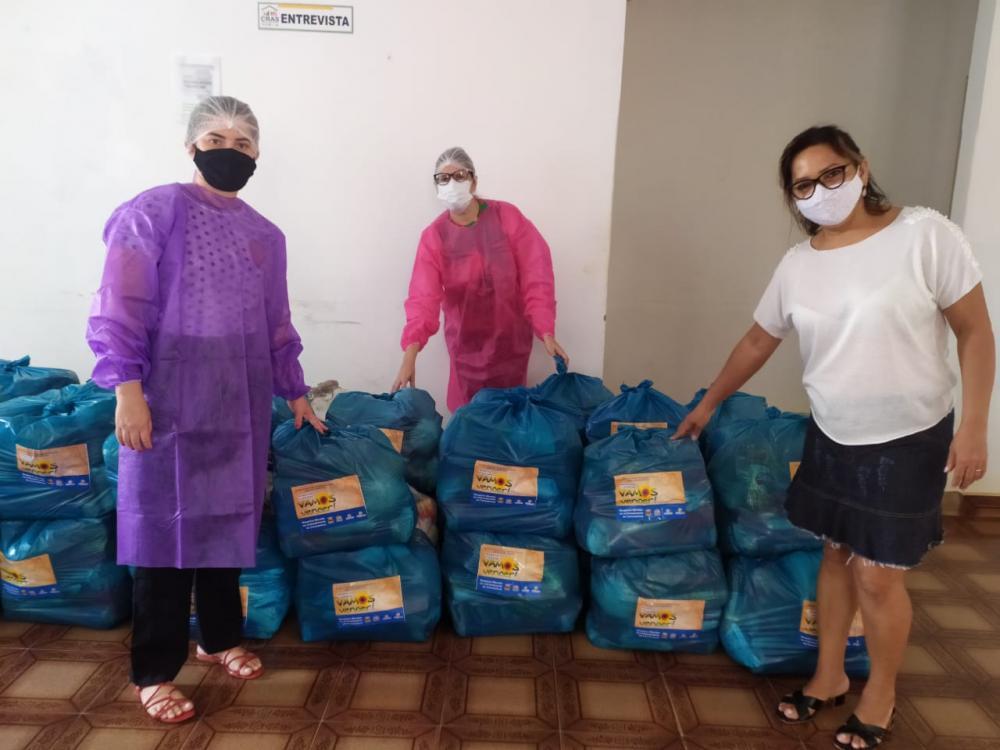 Prefeitura de S. Mendes distribui cestas básicas à famílias carentes