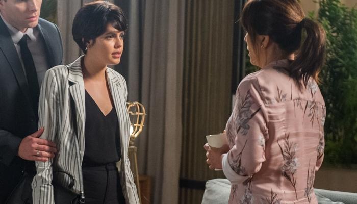 O Outro Lado do Paraíso: Adriana fica arrependida e se redime com Beth