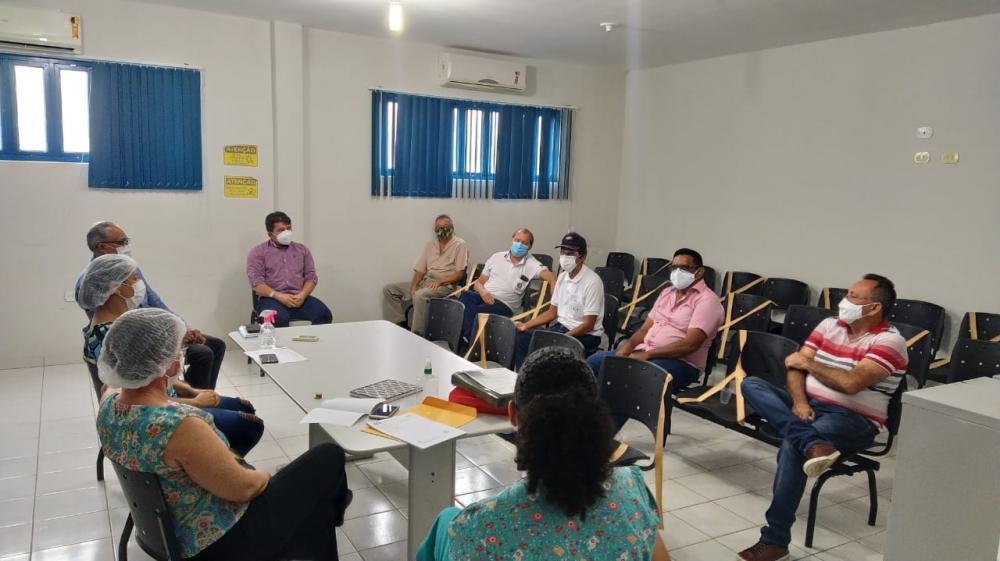 Representantes da gestão municipal e da Regional de Saúde na reunião Foto: ASCOM