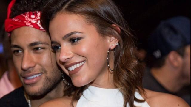 Bruna Marquezine e Neymar postam a mesma música e fãs falam em indireta