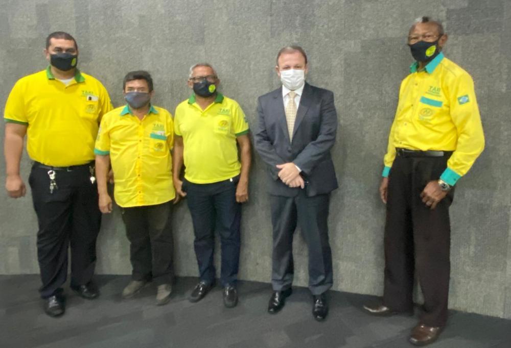 Vereador solicita que taxistas tenham prioridade na vacina contra covid
