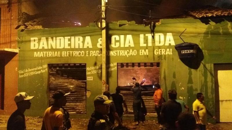 Incêndio de grande proporção destrói estabelecimento no Piauí