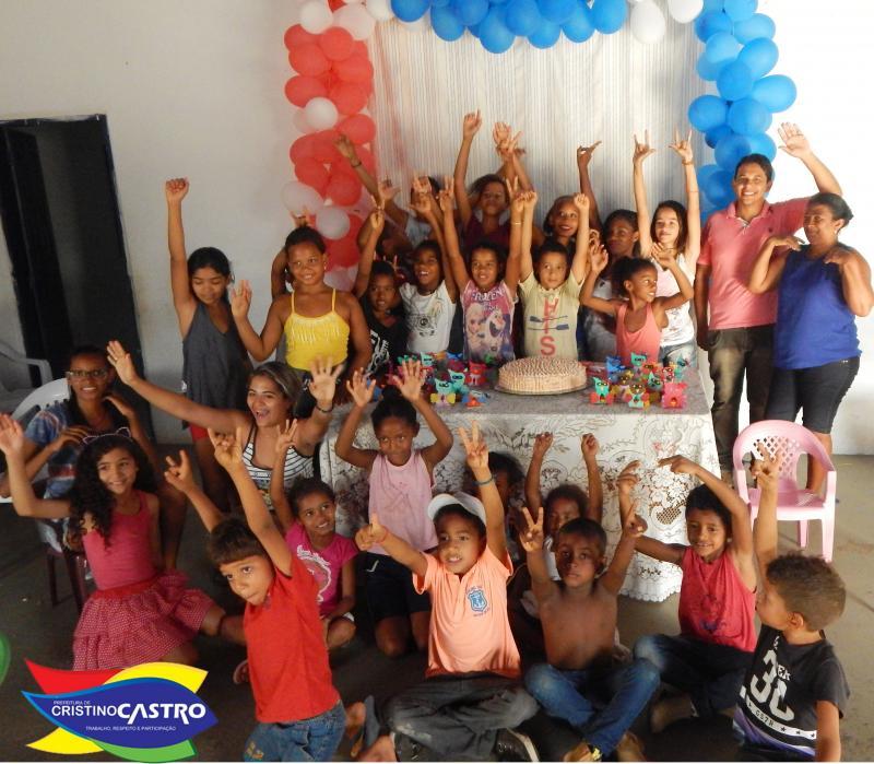 Assistência Social com apoio da Prefeitura Municipal de Cristino Castro, comemorou a véspera do dia das crianças