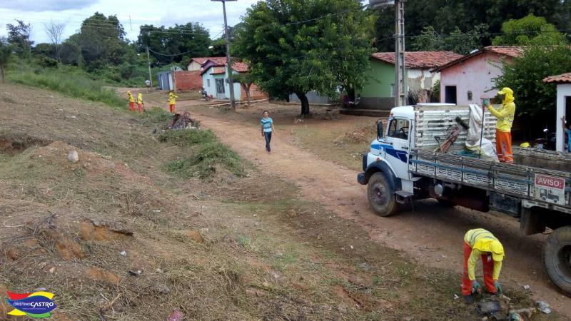 Prefeitura de Cristino Castro realiza limpeza no bairro Cohab