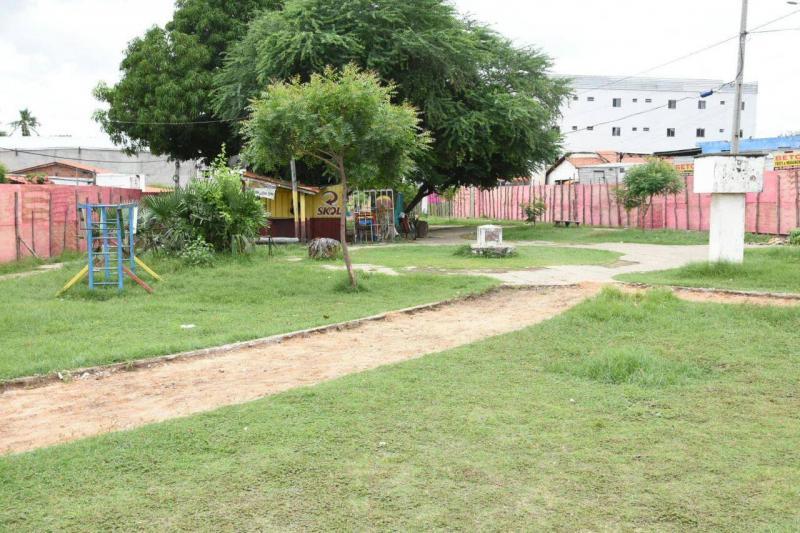 Prefeitura de Floriano inicia obra de revitalização da praça do Catumbi