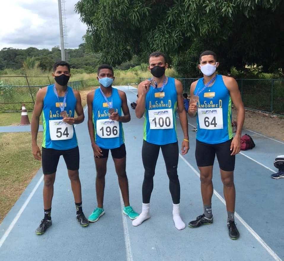 Jovens de Barro Duro fazem bonito na primeira competição de atletismo