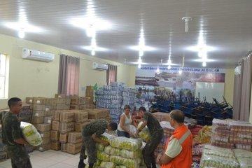 Estado envia kits de ajuda para famílias atingidas pelas cheias