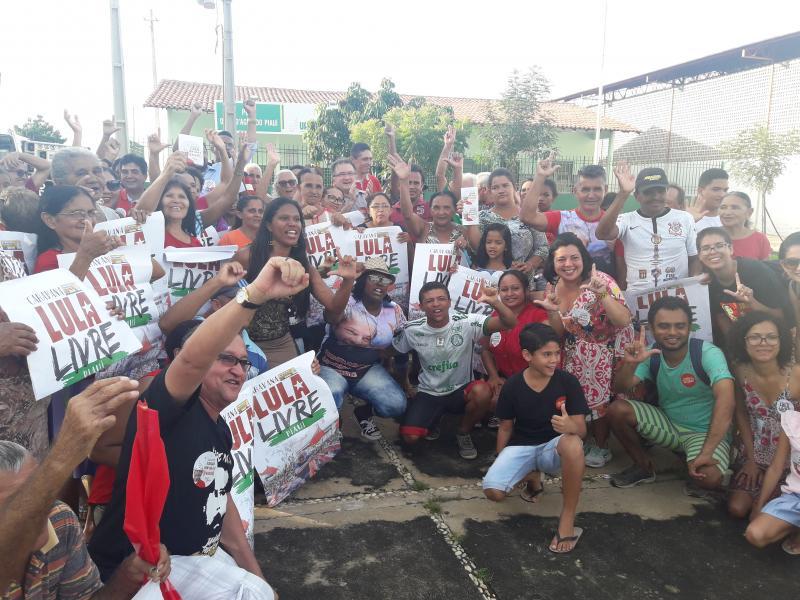 Caravana Lula Livre passa por Olho D'água
