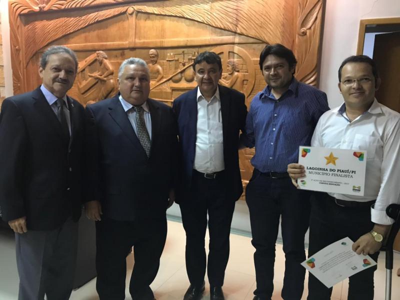 Governador recebe comitiva de Lagoinha do Piauí que representará o Brasil em evento na Argentina