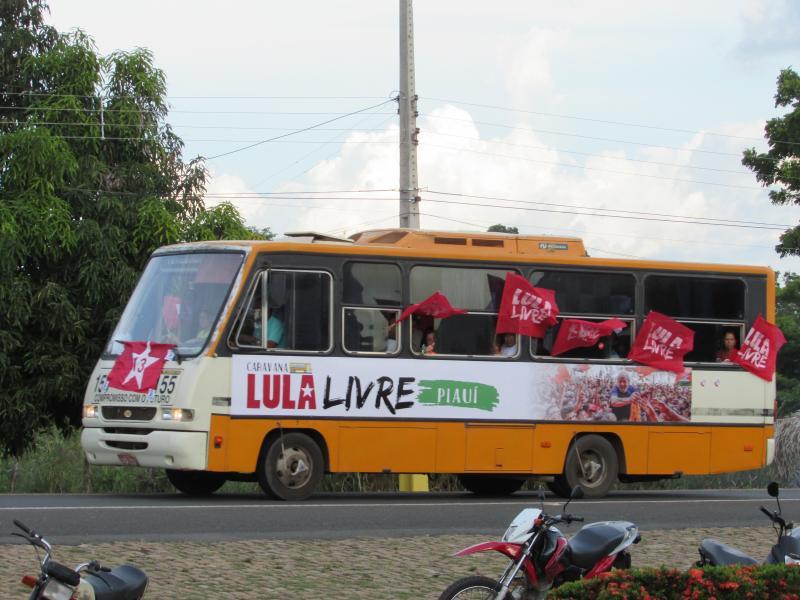Caravana Lula Livre passa por Por Lagoinha do Piaui e recepcionada por uma grande multidão