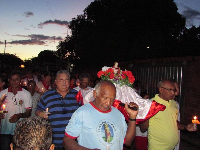 Prefeito Dr. Alcione Barbosa participa de Procissão e missa de enceramento dos Festejos