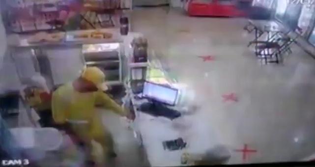 Bandidos usando fardas de garis assaltam padaria em Teresina