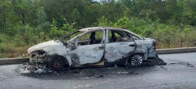 Corpo carbonizado é encontrado dentro de carro incendiado em Timon