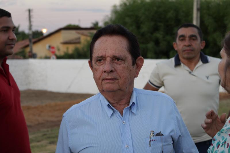 Para diminuir despesas, prefeito de Uruçuí diminui o próprio salário