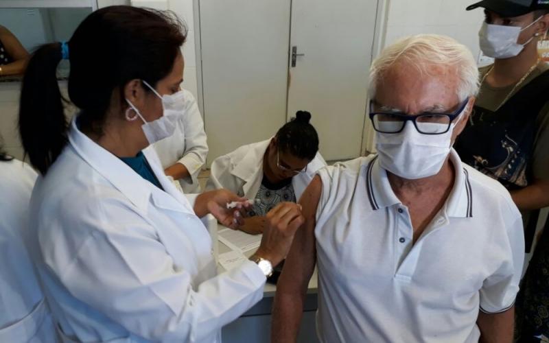 Vacinação contra a gripe começa nesta segunda em todo o país