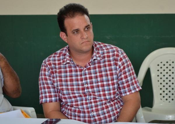 Prefeito Diego Teixeira participa de solenidade de posse do novo presidente da AMPAR
