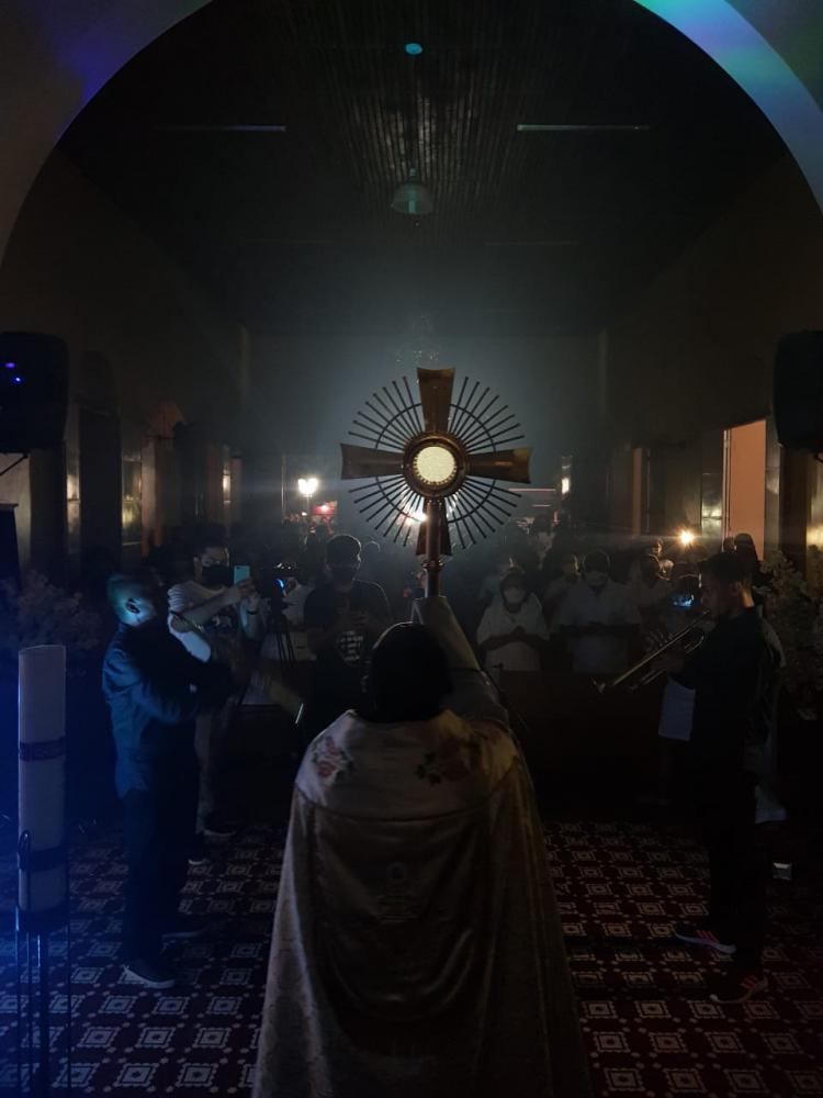 Padre Gonçalo Lima realizando o 1º Cerco de Jericó da Paroquia N. S. do Perpétuo Socorro em Demerval Lobão, Piauí