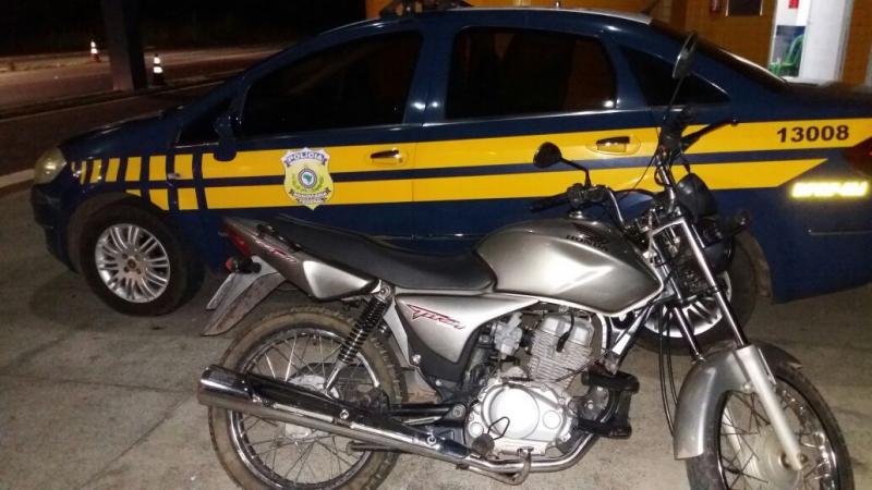 PRF de Valença do Piauí recupera moto roubada em Teresina