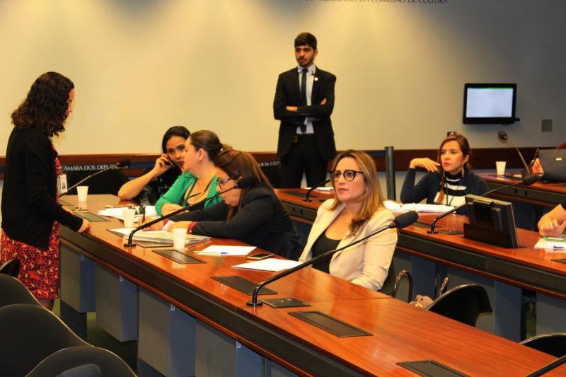 Rejane defende cooperação entre governo e municípios para melhorar a qualidade da educação