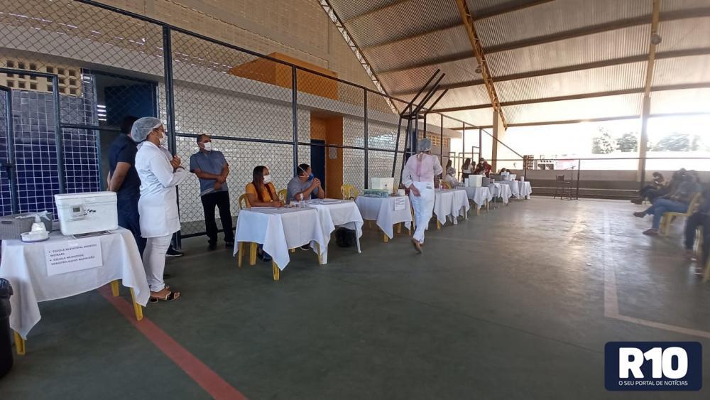 Profissionais da Educação de Landri Sales recebem 1ª dose contra a Covid 19
