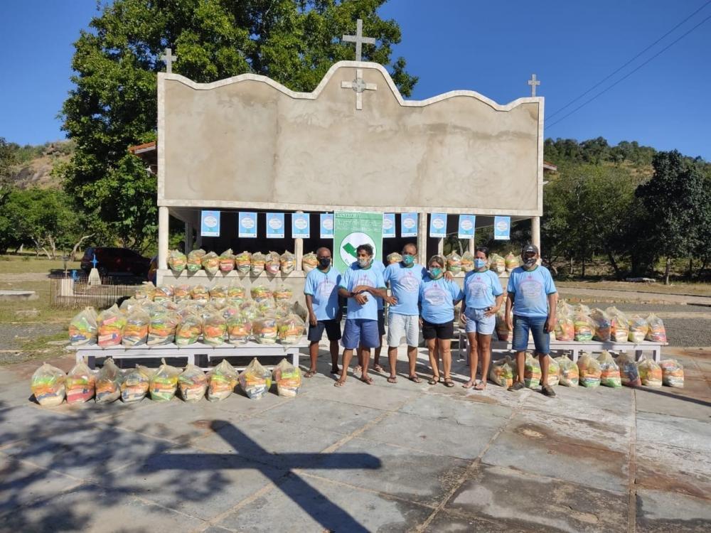 Instituto realiza distribuição de cestas básicas para mães. veja
