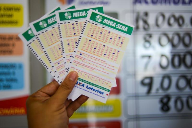 Prêmio principal da Mega-Sena pode pagar hoje R$ 3 milhões