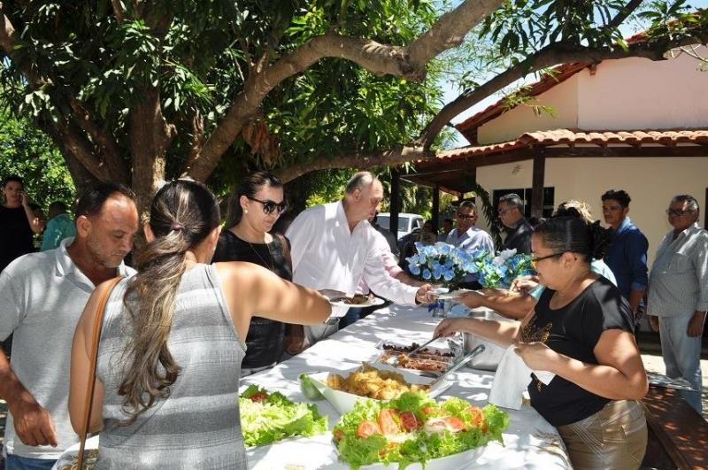 Prefeito de Avelino Lopes reúne amigos para almoço em sua residência