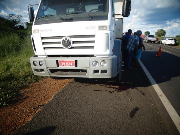 Duas pessoas morrem atropeladas por caminhão na BR-230