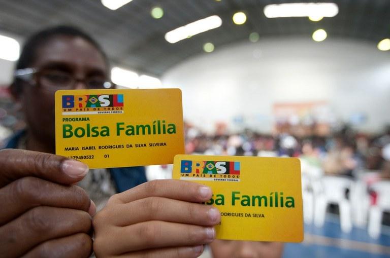 Mensagem oferece R$ 954 a beneficiários do Bolsa Família