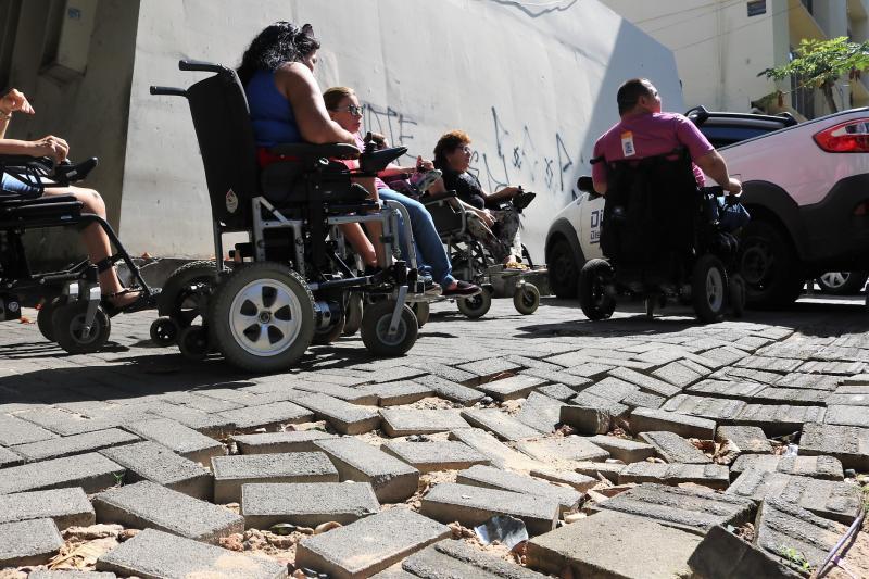 Entidades vistoriam acessibilidade de calçadas no centro de Teresina