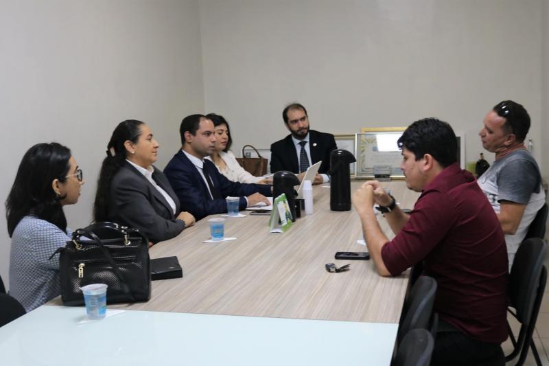OAB-PI recebe motoristas do Uber para esclarecer nova legislação