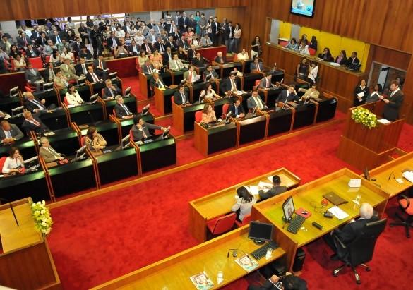 Deputados aprovam mensagem que garante nomeação de concursados