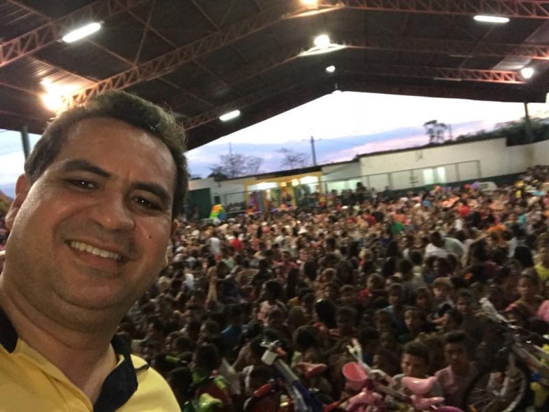 Prefeito de Demerval Lobão participou de festa em comemoração ao Dia das Crianças