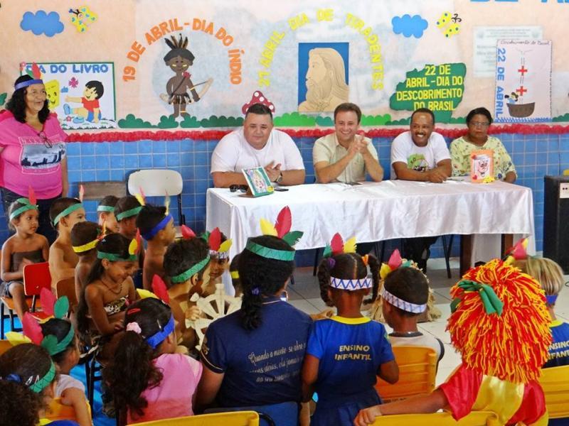 Prefeito Junior Bill esteve acompanhando apresentações de atividades do mês de Abril, CEI Osvaldina