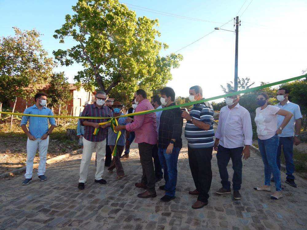 Comunidade Rural de Beneditinos é contemplada com Calçamento